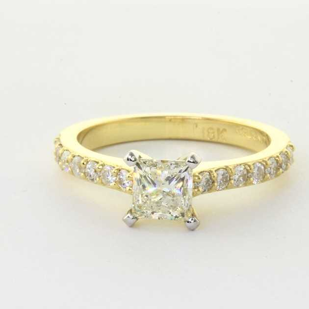 18K Yellow Gold Elegant Diamond Engagement Ring set with Princess Diamond