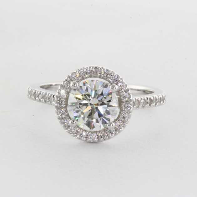 1.04 carat centre diamond