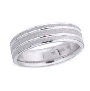 4482 - 6 Mm  Wedding Ring 8.9 Grams