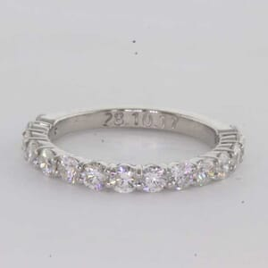 6392 - round brilliant shared prongs diamonds ring