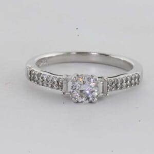 6435 - Beautiful and Modern Diamond Ring