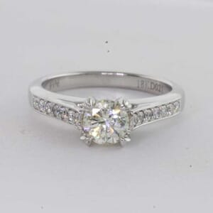 6442 - Beautiful Traditional Diamond Ring with Side Stones