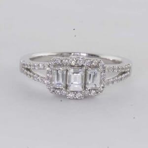 6447 - Dazzling and Unique Diamond Ring