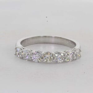 7305 - 0.90 Carat Share Prongs Diamond Ring