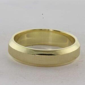 7337 - Bevelled Wedding Ring
